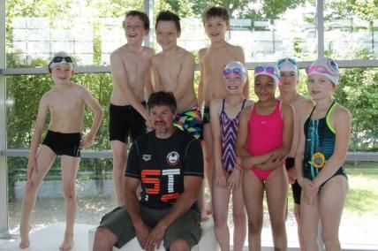 Les nageurs 2009 et leur entraineur